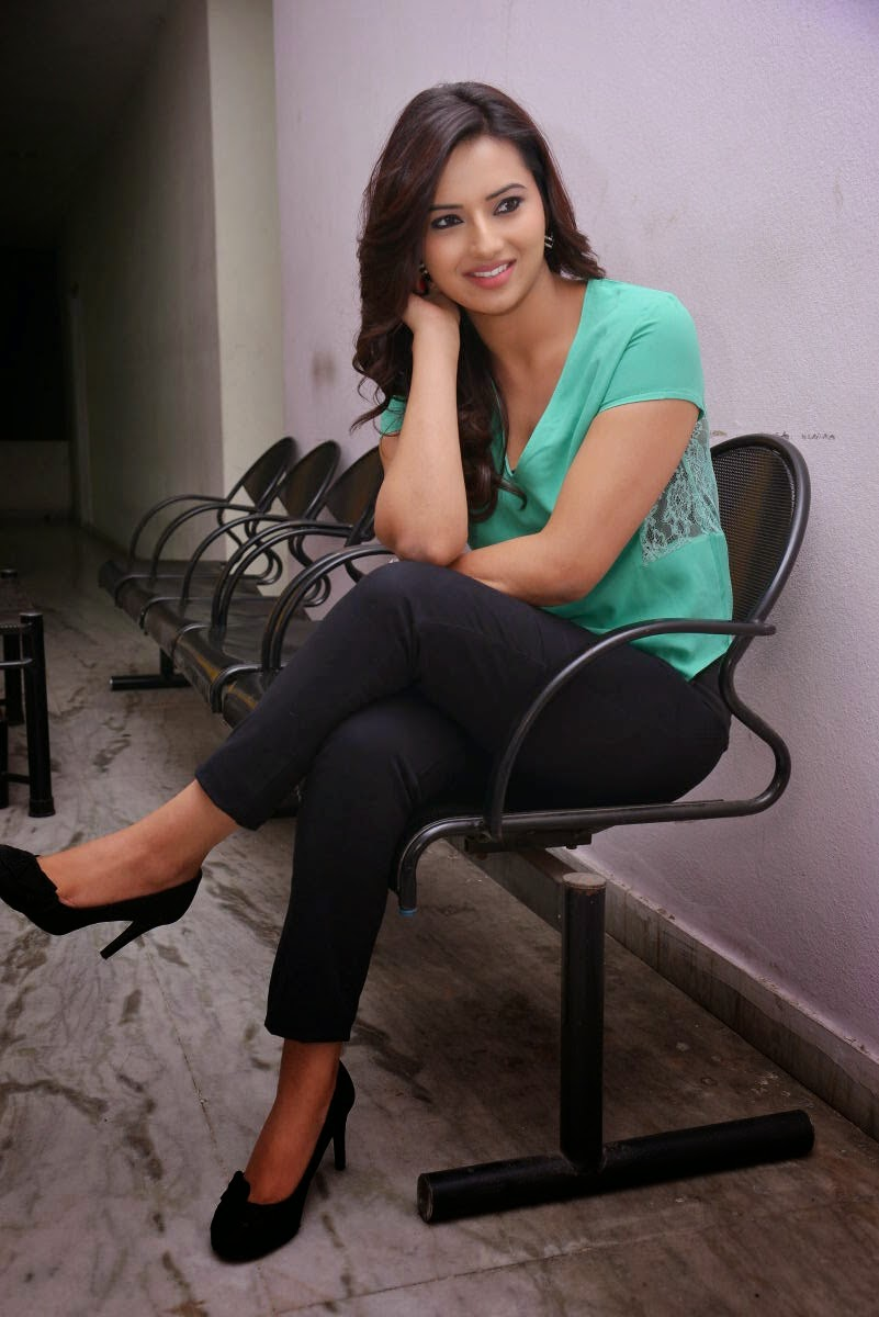 Isha chawla glamorous stills-HQ-Photo-18