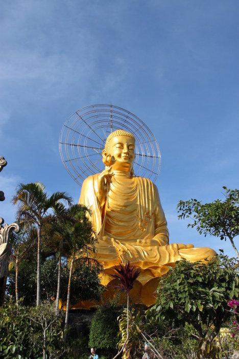 Wietnamska statua Buddy z heliocentrycznym diagramem