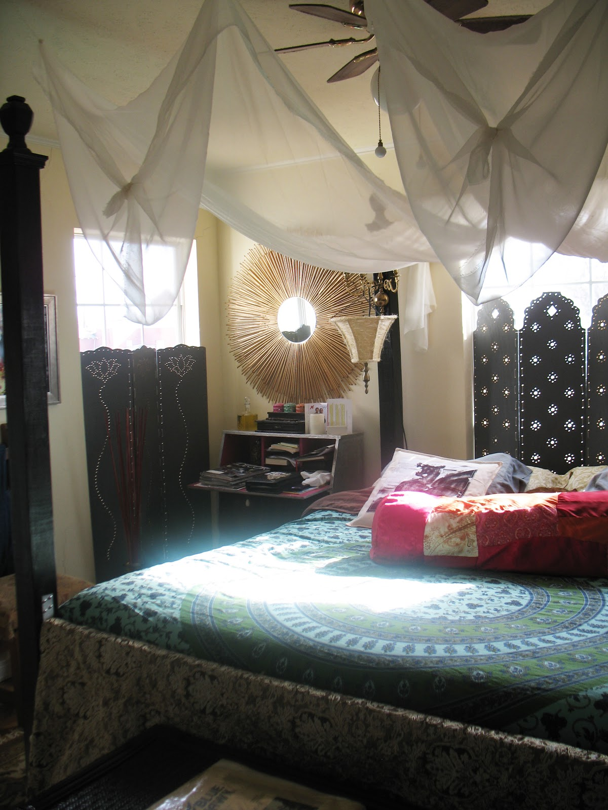 Shoestring Pavilion Renters Canopy Bed
