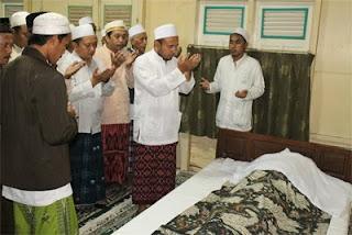 foto pemakaman KH Abdullah Faqih
