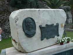Памятник адмиралу Федору Ушакову - освободителю Корфу.