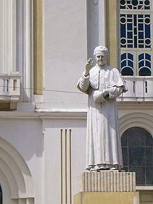 Estatua de San Juan Bosco en Moca.