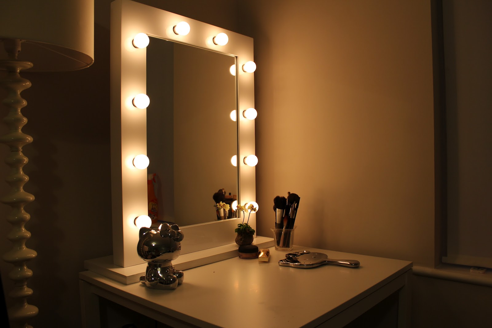 Vanity Girl Hollywood Light Up Mirror : PIXEL PERFECT by Sophie Shohet