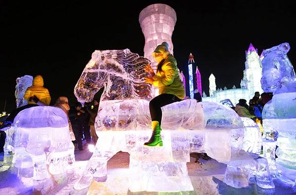 صور متميزة وساحرة من مهرجان الجليد والثلج p210.jpg