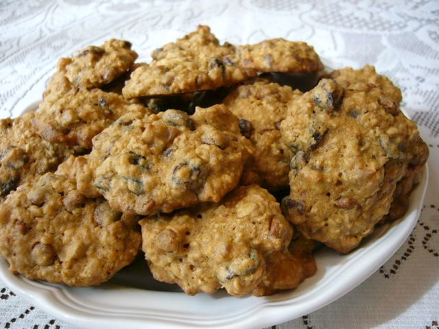 Cinnamon, Oatmeal, Raisin, And Walnut Cookies Recipe ...