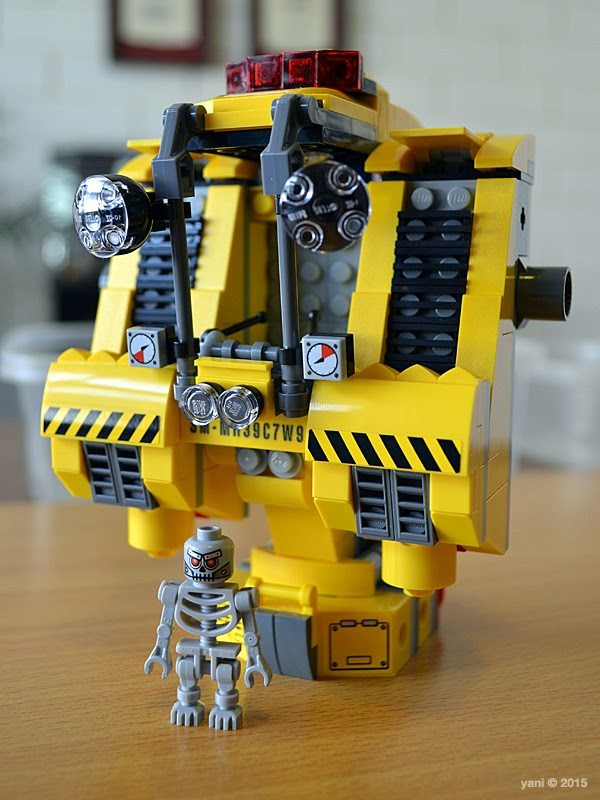 emmet's construct-o-mech - end of bag two with skeletron