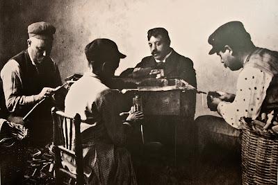 Operarios de la antigua fábrica de tapones de Jimena