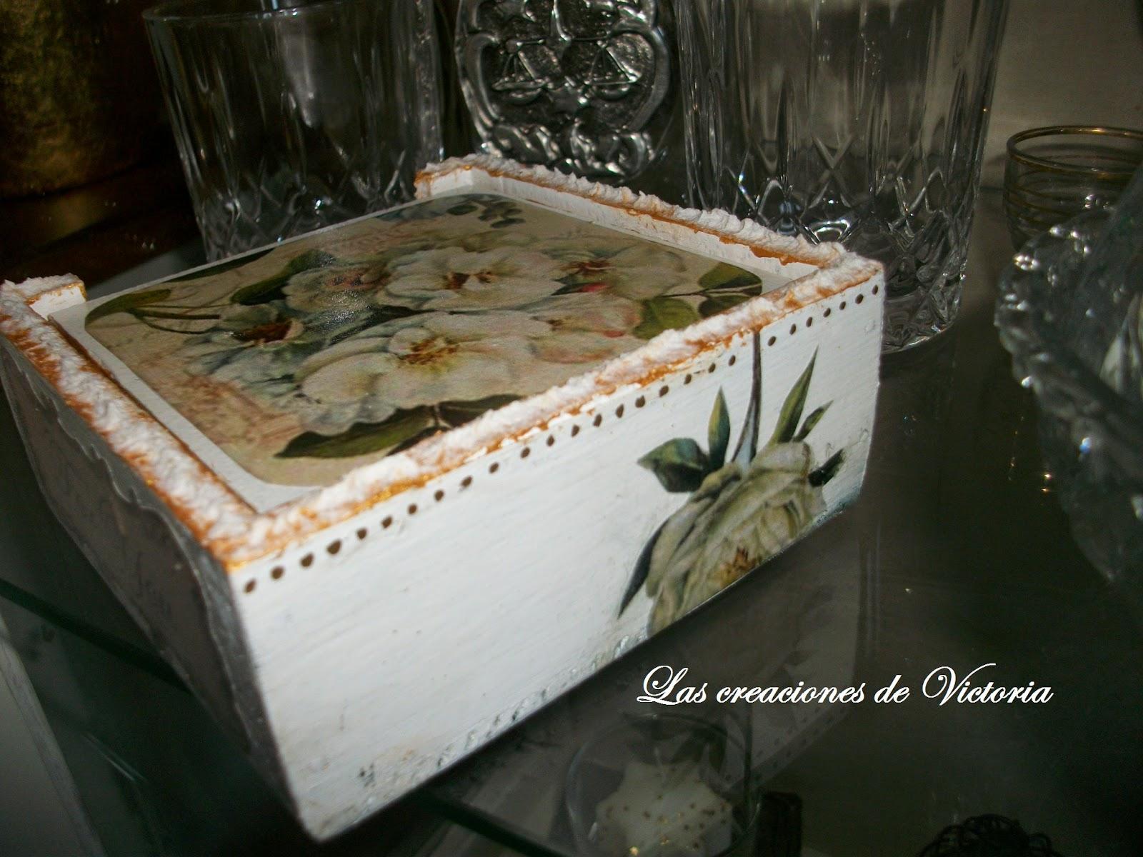 Las creaciones de Victoria. Decoupage.Posavasos de madera estilo Vintage.