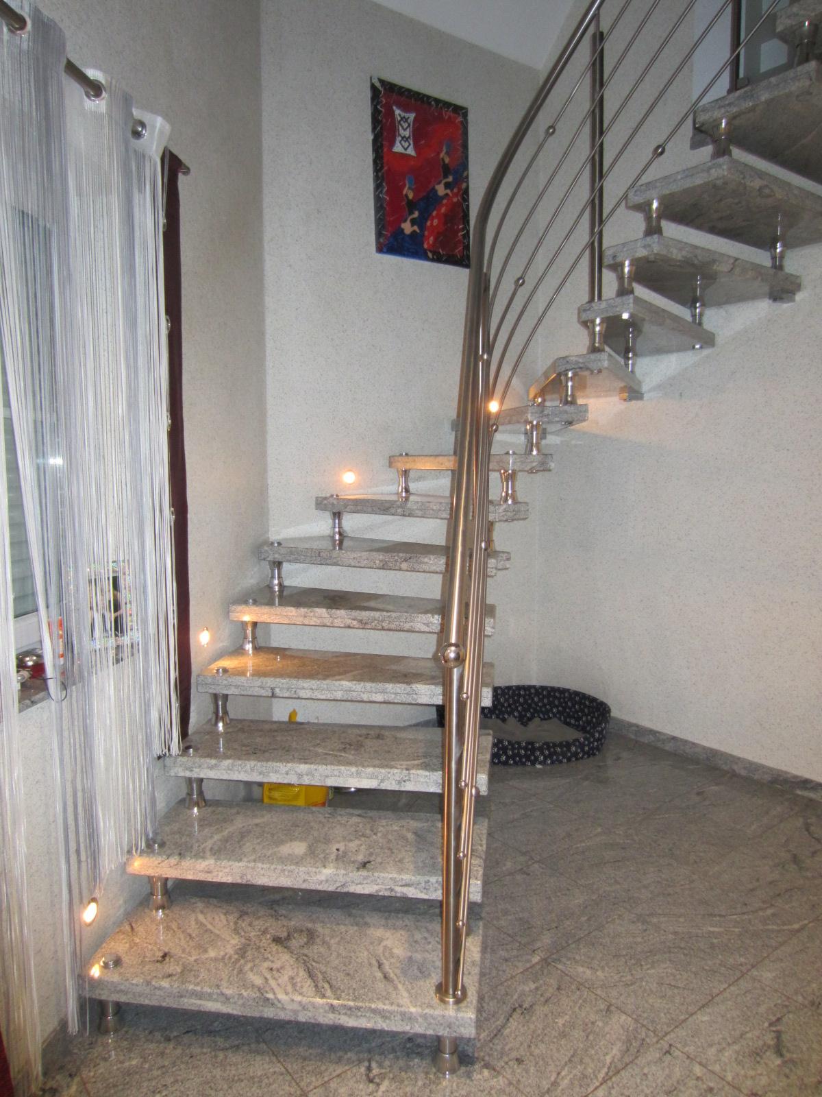 naturstein ein kunstwerk der natur innen und au entreppen aus granit und marmor. Black Bedroom Furniture Sets. Home Design Ideas