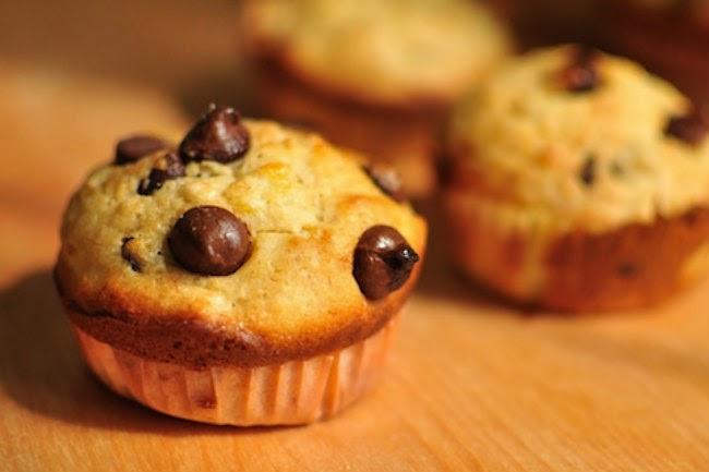 http://recipes.sandhira.com/chocolate-chip-and-mango-muffin.html