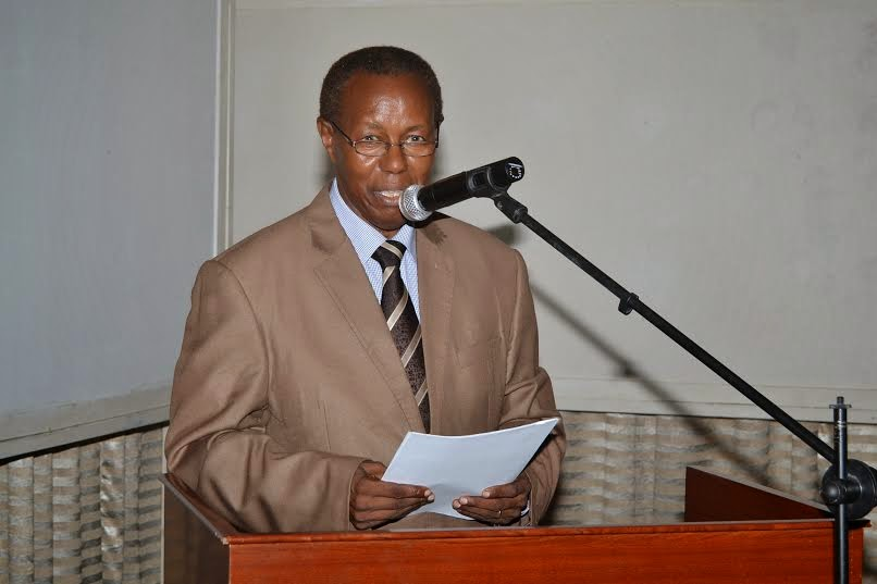 Mwenyekiti wa TPHA Taifa, Dk. Elihuruma Nangawe akitoa lecture katika