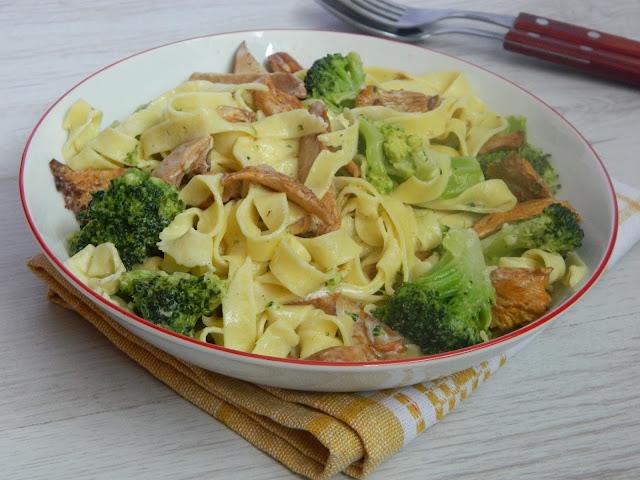 Paste de casa cu galbiori si broccoli