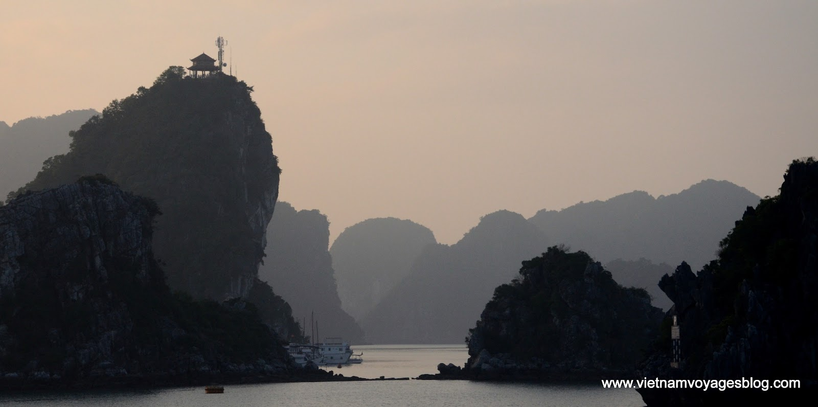 Ngắm nhìn nét đẹp mê hồn người của Vịnh Hạ Long