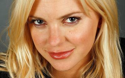Anna Faris New Look Wallpaper hot curve