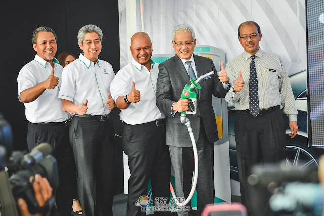 The new PETRONAS PRIMAX 97 maintain its green labelled petrol pump