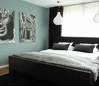 Schwarze Schlafzimmer Möbel Kontrast Wandgestaltung Gemälde