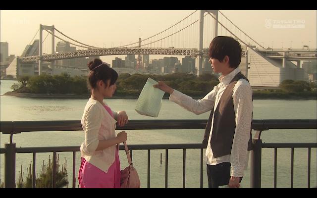 Naoki delivers dinner to Kotoko.