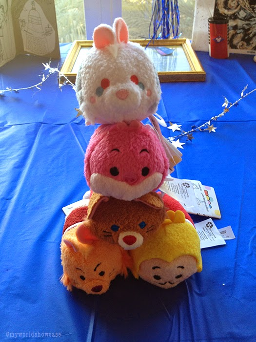 Wonderland Tsum Tsum pile up!