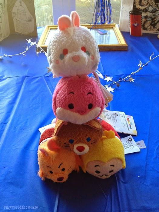 Wonderland Tsum Tsum pile up!