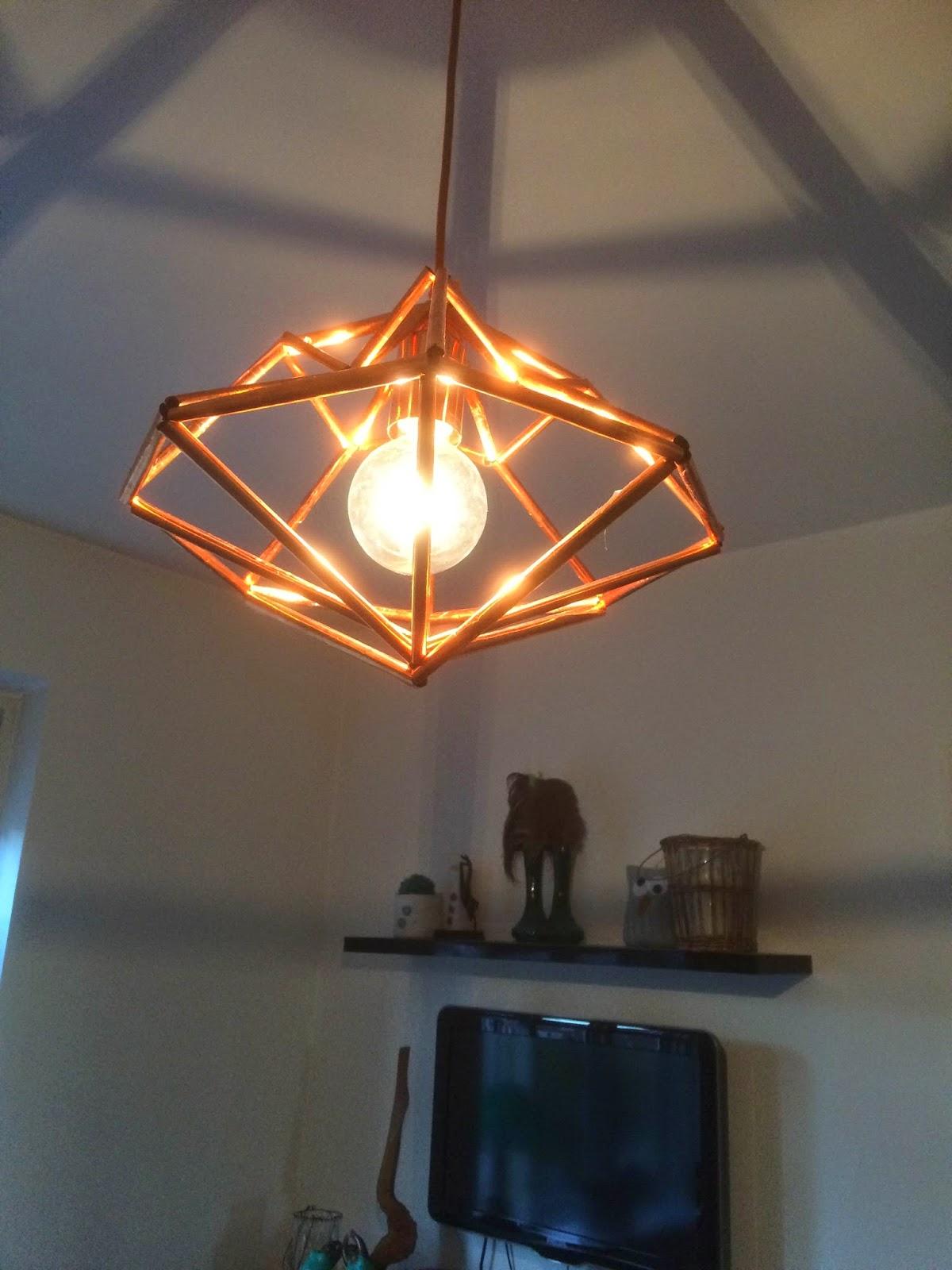 diamantformet kobber lampe