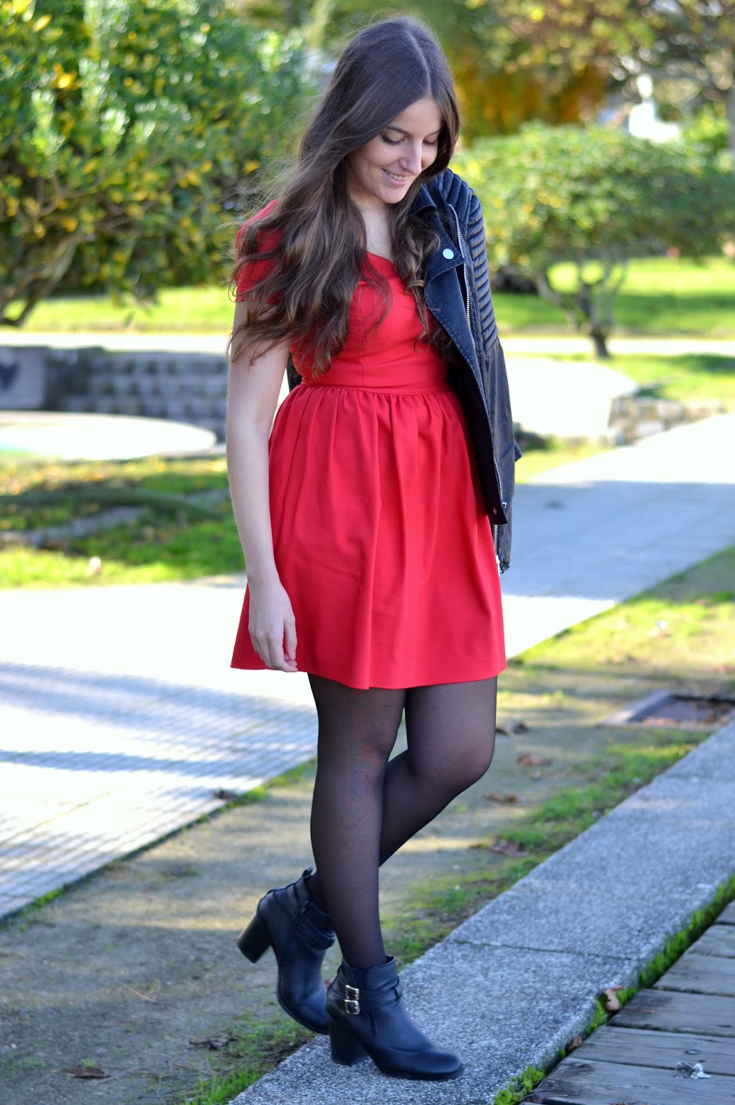 http://me-andmybag.blogspot.com.es/2014/12/red-dress.html