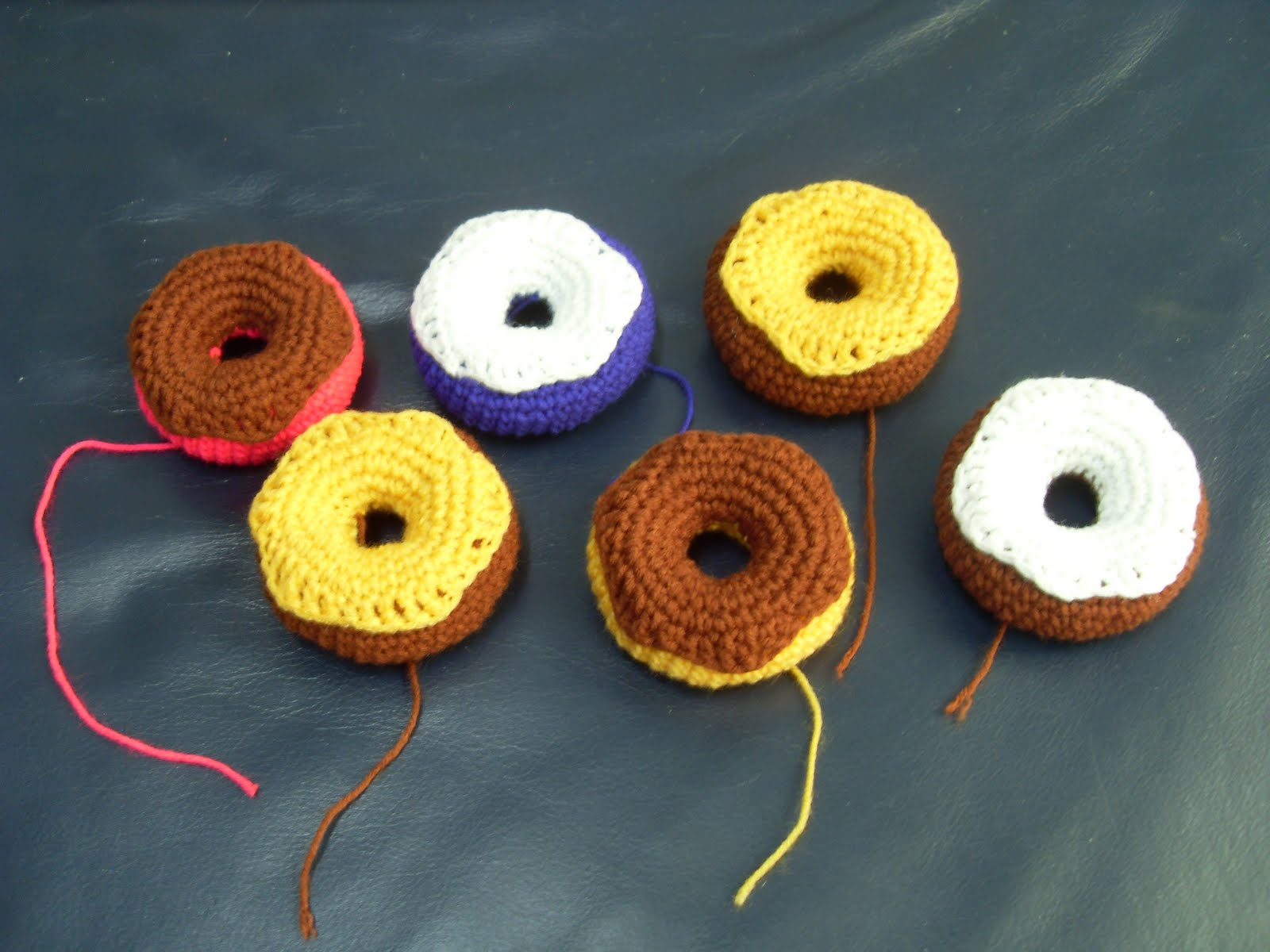 Amigurumi Donut : Crochet.is.Fun: free pattern: donut amigurumi
