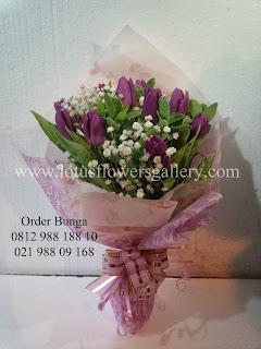 handbuket tulip, handbouquet tulip, bunga tulip. bunga celup tulip, bunga meja tulip. toko bunga dijakarta