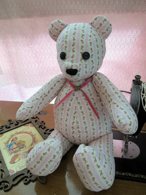 Crafting with Waiyi: More Fabric Teddy Bear - Simplicity 5461 Pattern