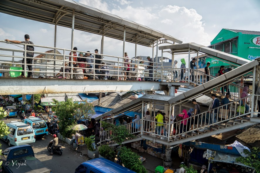 passerelle deu marché de Jatinegara