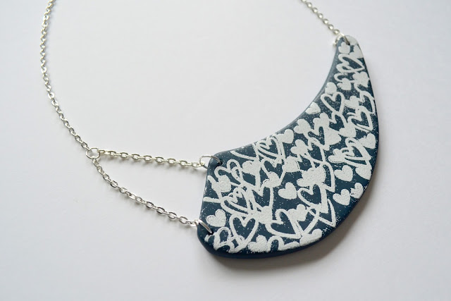 http://www.elrincondefrifri.com/2015/07/collar-inspiracion-desigual-6.html