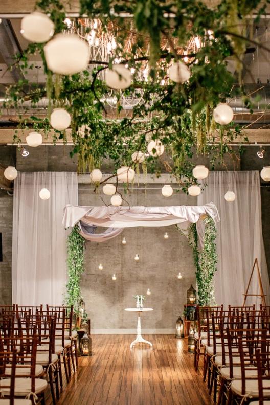 boda chic en un local de inspiración  industrial