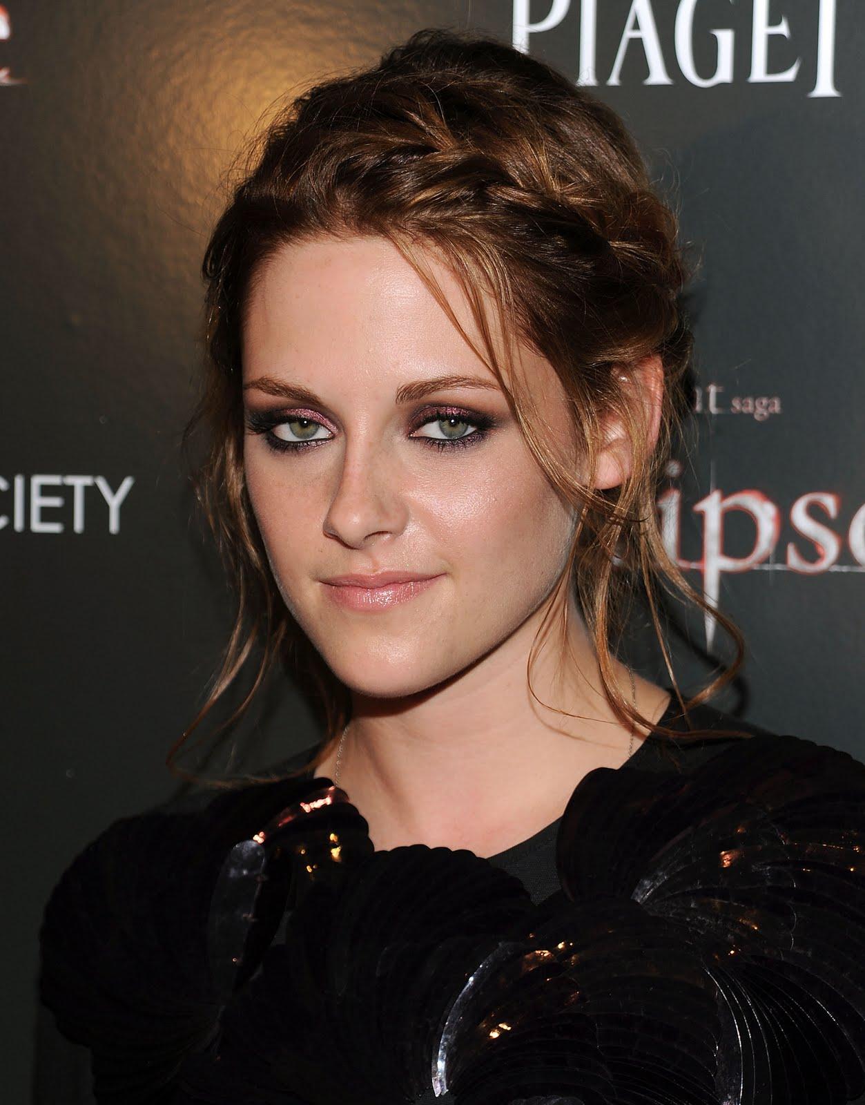 http://4.bp.blogspot.com/-Kn-sSQbUH8k/TmN98xoOCWI/AAAAAAAAAgM/EVakGTm1bFw/s1600/Kristen-Stewart-Robert-Pattinson-clothes-photoshoot-movies-films-style+%25281%2529.jpg