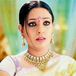 Ashwini Kalsekar sebagai Maham Anga