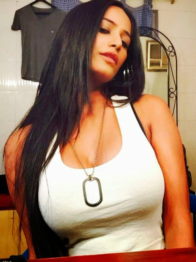Poonam Pandey Sefie Photos