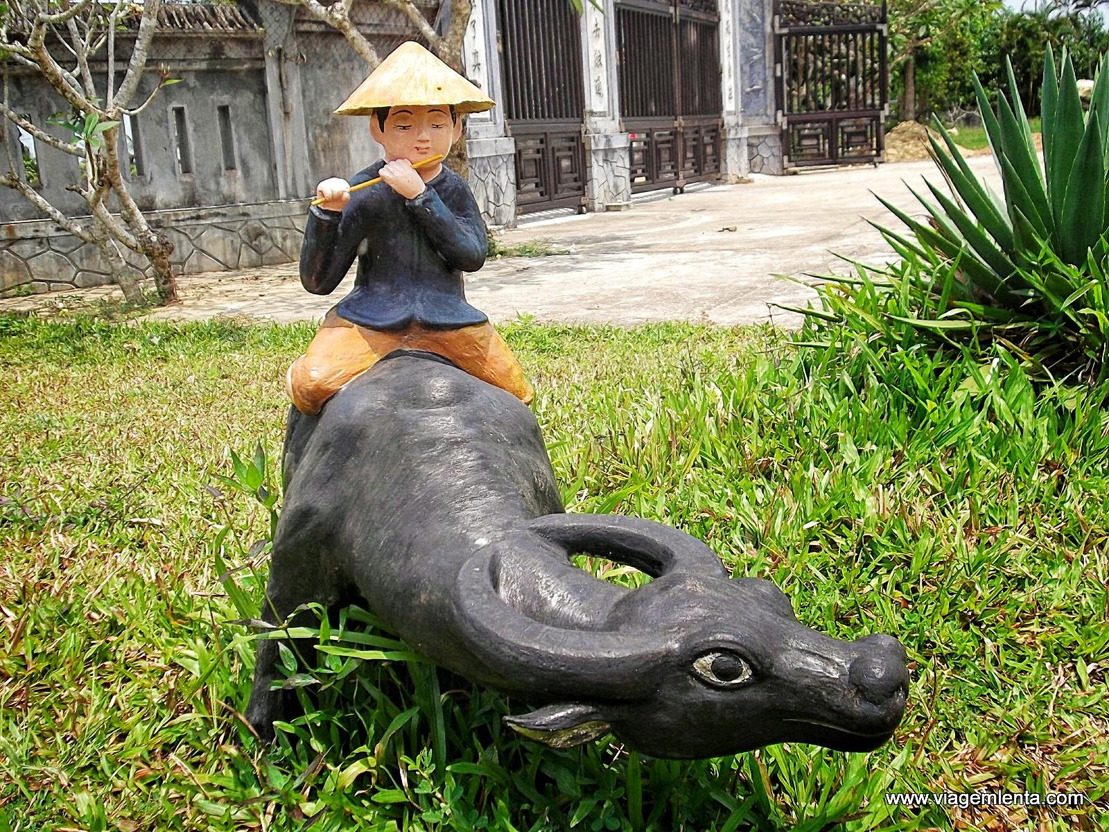 Relato de viagem à pacata e agradável cidade de Hoi An, Vietnã, e seus vilarejos em uma scooter.