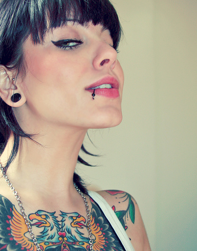 Beauty tattoo and piercing girls for Tattoos and piercing