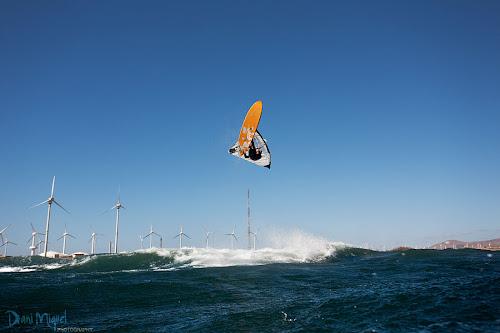 Eric Sanllehy backloop windsurfing Pozo Izquierdo