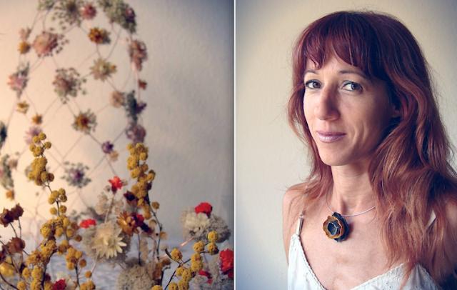collana di carta e centrotavola con fiori secchi e fili di rame