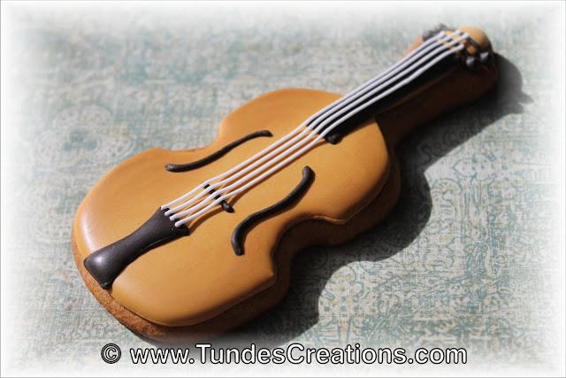 Violin cookie by Tunde Dugantsi