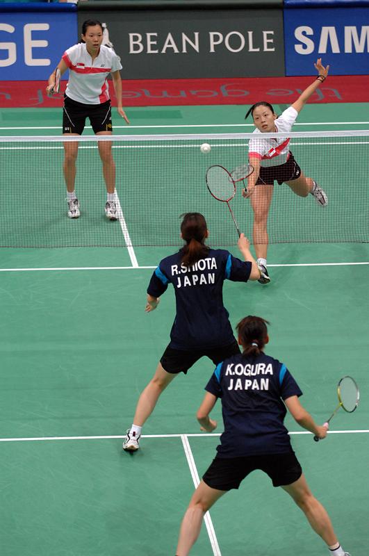 bulu tangkis atau badminton adalah suatu olahraga raket yang dimainkan