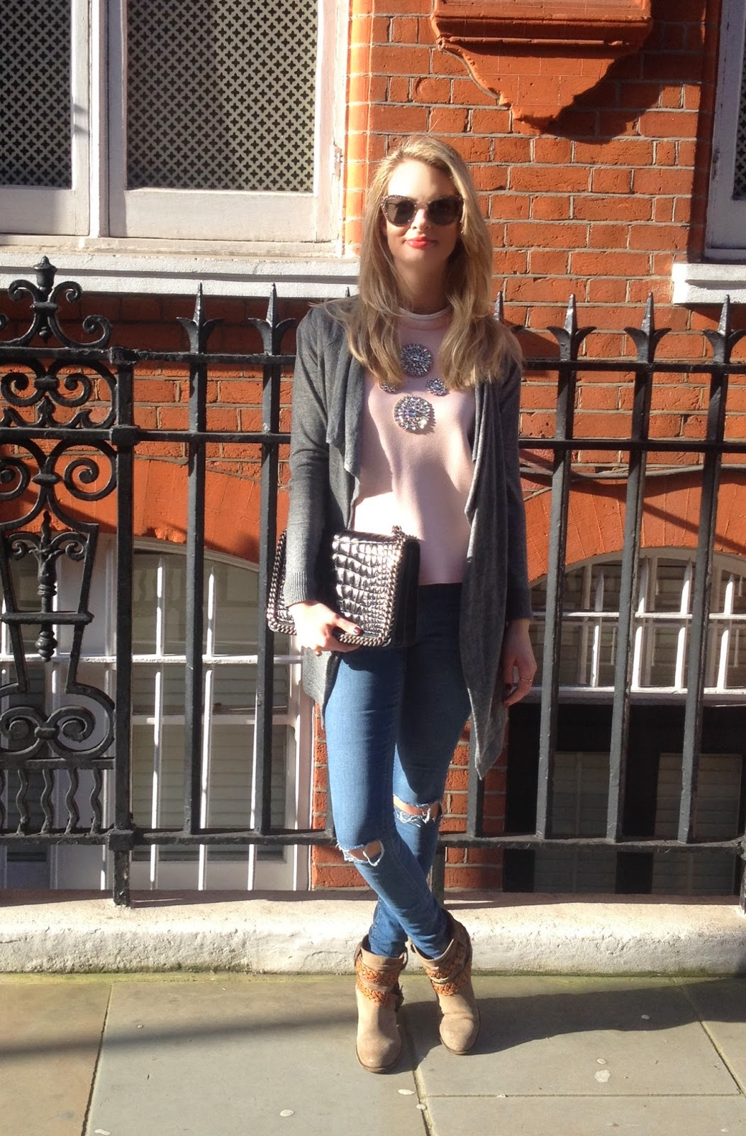 glitter top, top with stones, zara top, pink zara top, zara bag, zara chain bag, fashion blogger, london fashion blogger, skinny jeans, ripped skinny jeans, sunglasses, miu miu sunglasses