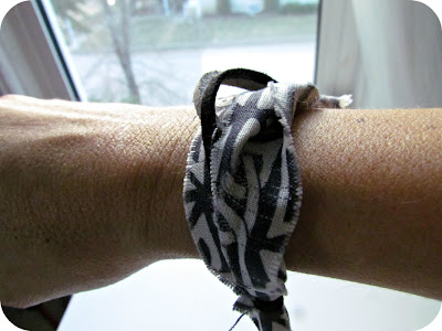 DIY jewellery, how to make a fabric bracelet, how to make your own jewellery, scrapbuster