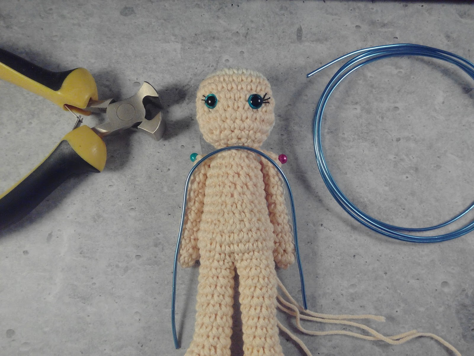 Geekurumi: How to make poseable arms for your amigurumi