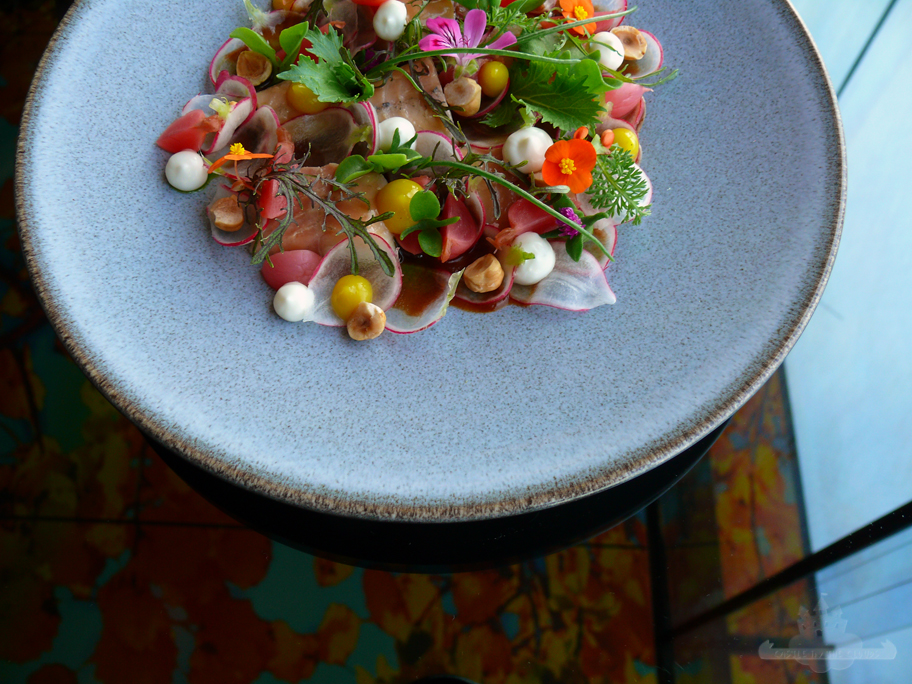 Discover Sofitel Vienna Stephansdom das Loft Fisch mit Blumen