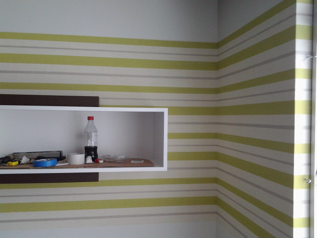 Papel de parede listrado horizontal é uma idéia muito boa!