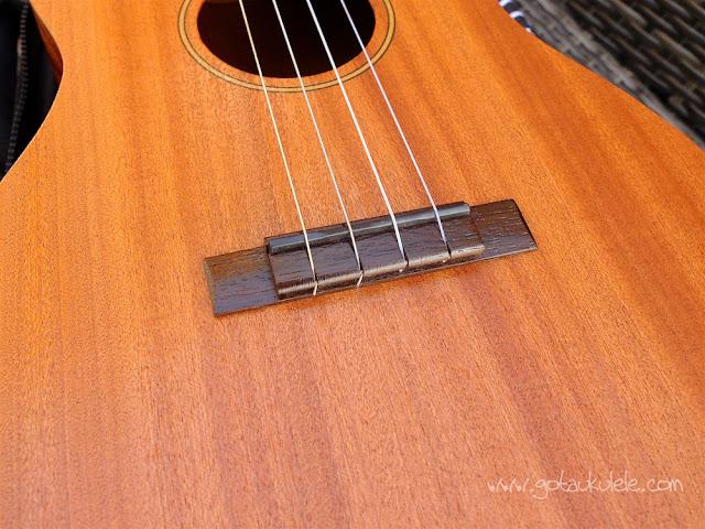 Mahalo U320B Baritone ukulele bridge