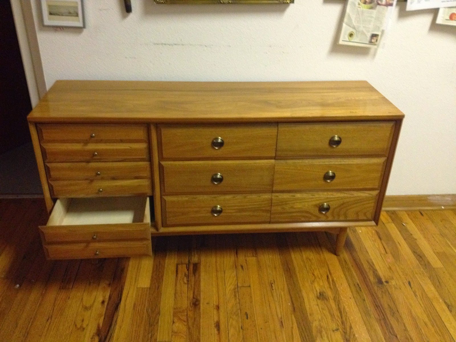 9 Drawer Dresser From The 1960u0027s By L.A. Period Furniture Mfg. Company Made  Of Solid Elm Hardwood. In Excellent Condition. Vintage