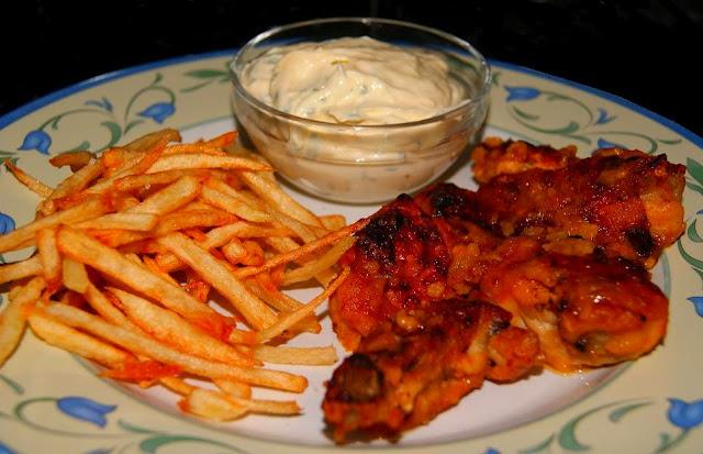 Pollo al ajillo con Patatas Paja y Alioli