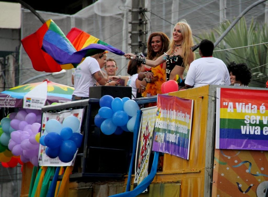 3ª Parada do Orgulho LGBT movimentou o centro de Teresópolis neste domingo