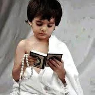 Gambar Anak Laki-Laki Muslim dan Alqur'annya